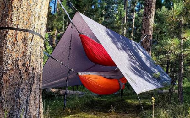 set up a camping tarp over a hammock