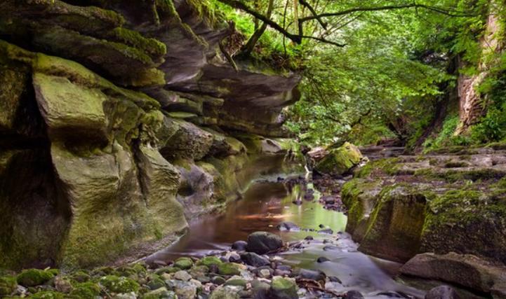 avoid choosing a gorge as campsite